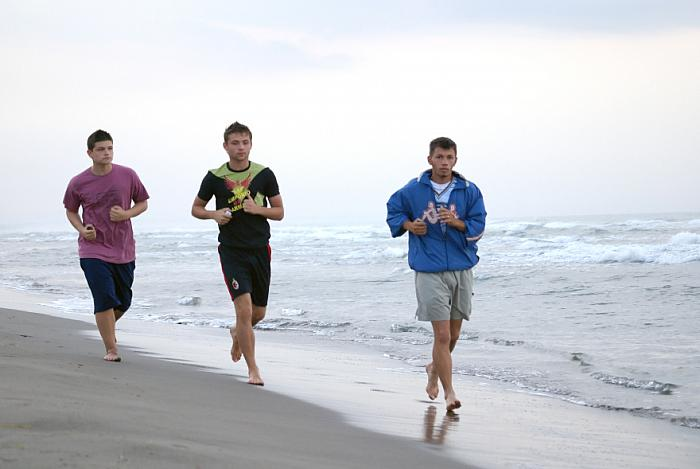 kozzi-morning jogging with friends-881x589