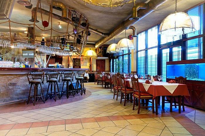 attractive, well presented restaurant